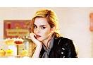 Emma Watson visita universidades e viaja pelo mundo