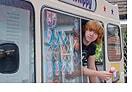 Potterish :: Harry Potter, o Ickabog, Animais Fantásticos e JK Rowling Foto de Rupert Grint em seu carrinho de sorvete